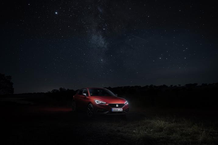 800 óra sötétben – a SEAT Leon fényszóróinak tesztelése