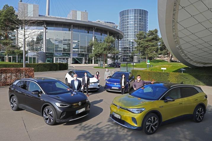 Átadta az első ID.4 modelleket Németországban a Volkswagen