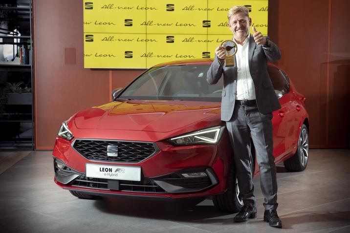 """Az új SEAT Leon elnyerte az """"Arany kormánykerék"""" díjat"""