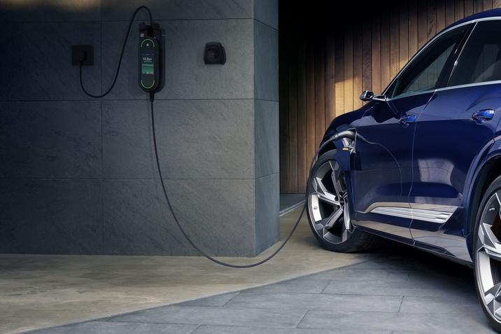 Hálózat-optimalizált töltésre kész az Audi e-tron
