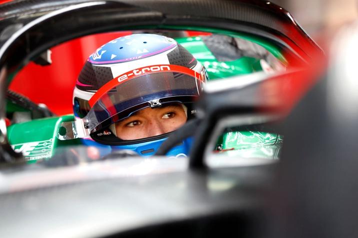 Kelvin van der Linde az Audi színeiben áll rajthoz a Formula E virtuális világában