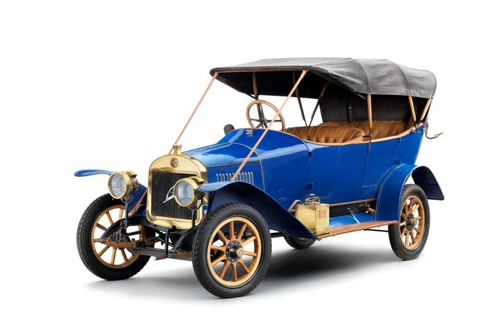 Laurin & Klement S sorozat: 110 éve gördült le az első nagy szériában gyártott modell a Mladá Boleslav i üzem gyártósoráról.