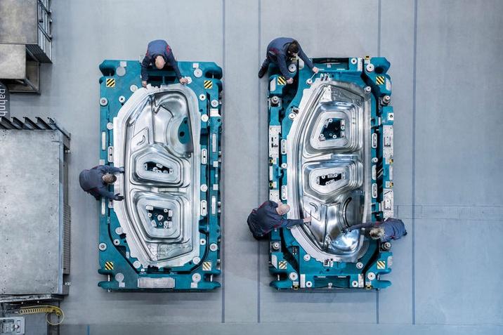 Pontosság minden részletében – Fémlemezbe formálják az Audi Q4 e-tron érzelemdús dizájnját a szerszámkészítők
